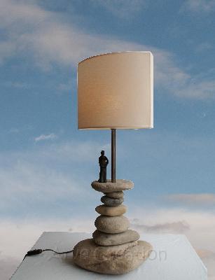 Lampe de salon en galets naturels d9 for Lampe en bois flotte et galet