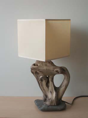 Lampes poser avec galet et bois flott - Lampe a poser bois flotte ...